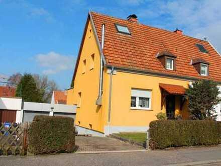 +++Modernisiertes Einfamilienhaus , sonniges ebenes Gartengrundstück, Doppelgarage, Balkon mit Ga...