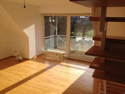 Gepflegte Maisonette-Wohnung mit drei Zimmern sowie Balkon und Einbauküche in Kusterdingen