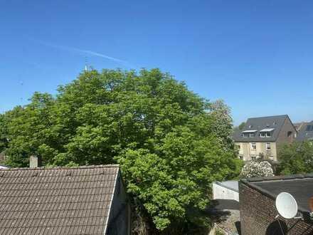 Frisch renovierte Wohnung im Dachgeschoss!