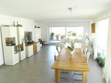 Exklusives, neuwertiges 5-Zimmer-Penthouse mit idealem Grundriß, Terrasse, Einbauküche und Aufzug
