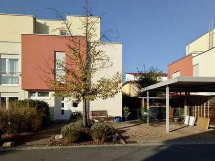 Schönes Reihenendhaus mit fünf Zimmern in Herzogenaurach, Herzo Base