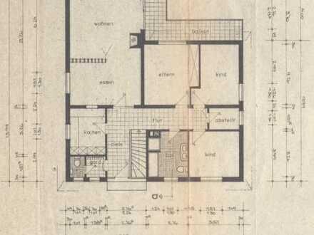 In Bungalow: Preiswerte, geräumige und gepflegte 4-Zimmer-EG-Wohnung mit Balkon und EBK in Bruschied