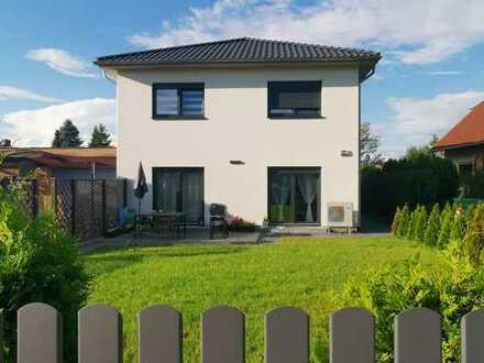 Sonnige 4,5-Zimmer-Doppelhaushälfte mit Einbauküche in Berlin-Bohnsdorf (Treptow)