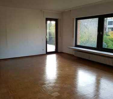 Alt-Hürth: 4-Zimmer-Wohnung mit Balkon und EBK in Zweifamilienhaus