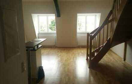 Dachgeschoß-Maisonette-Wohnung mit zwei Zimmern zur Miete in Augsburg