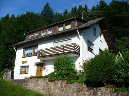 Schöne 3,5-Zimmer-DG-Wohnung mit Balkon in Baiersbronn-Klosterreichenbach