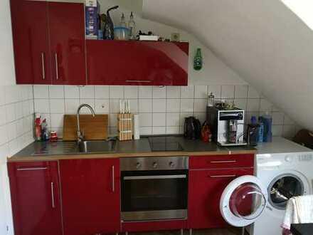 Ansprechende 1,5-Zimmer-DG-Wohnung mit EBK in Mülheim, Köln