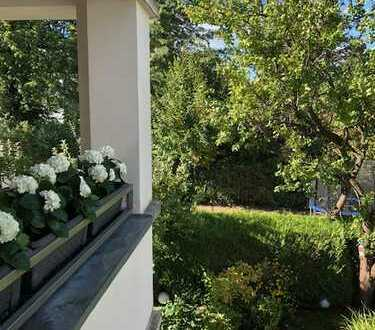 Traumhaft schöne sehr helle 3 Zimmer Wohnung in tollem Haus der Berger Höhe mit Ausblick