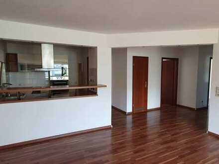 Stilvolle, helle, 4-Zimmer-Wohnung mit Balkon und Einbauküche in Leutenbach