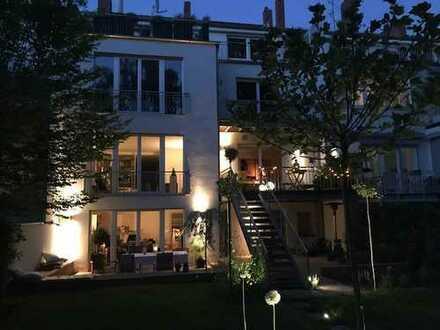 Exklusive, sonnige 3-Zimmer-DG-Wohnung in Hannove-Zooviertel mit großzügiger Terrasse und EBK
