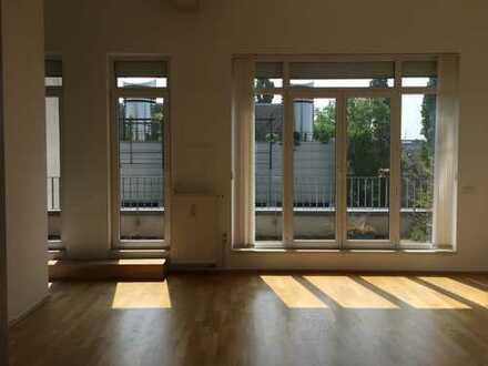 Helle, freundliche 2-Zimmer Wohnung + Küche + Bad in Kalk !!