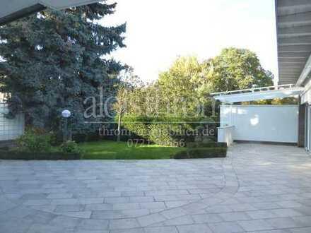 Aussergewöhnliche Wohnetage mit großer Terrasse und Grundstück