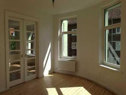 Sonnige, gut geschnittene, sanierte 4-Zimmer AltbauWhg. mit Balkon