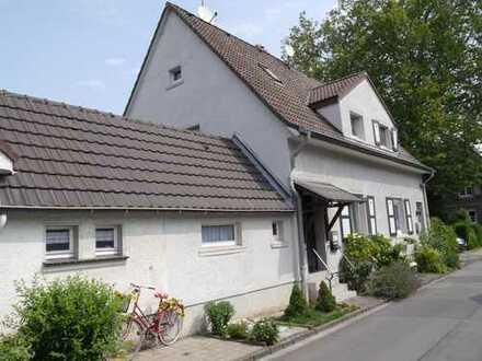 DU-Rheinhausen, selt. Gelegenheit, gepfl. DHH mit 4 Zi. KDB, 105m² Wfl., 198m² GrSt., Keller, Garten
