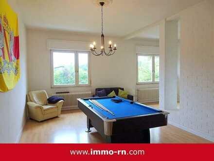 *** WOHNEN AM SCHLOSS: Außergewöhnliche 6 ZKB Wohnung mit Einbauküche und Gartenanteil ***