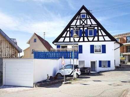 Saniertes 8-Zimmer-Einfamilienhaus mit Garage, Stellplatz und großem Balkon