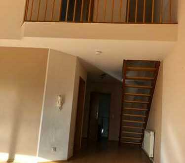 Schöne 3-Zimmer-Maisonette-Wohnung mit Dachterrasse u. Einbauküche