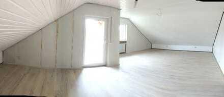 Großzügig geschnittene 3,5-Zimmer-Dachgeschosswohnung an Nichtraucher zu vermieten!