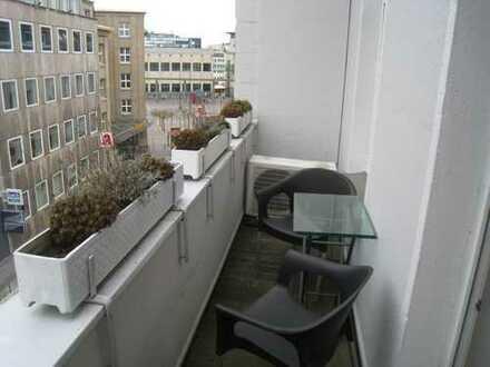 ++Großzügige helle renov. Altbauwohnung für 1 - 2 Personen,Balkon, einger. Küche in der City++