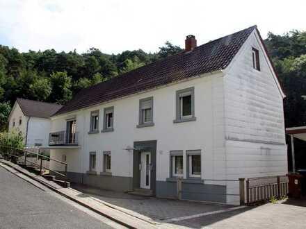 KL-Hohenecken - Älteres Wohnhaus mit Baugrundstück in ruhiger Waldrandlage