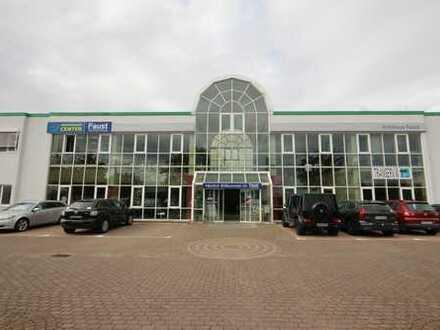 Gewerbepark Bensheim, große Gewerbe- und Lagerhalle im Gewerbegebiet Bensheim-West