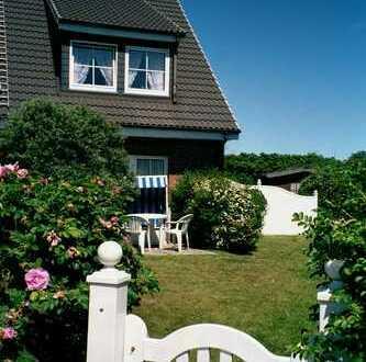Möblierte neuwertige 2-Zimmer-Erdgeschosswohnung mit Terrasse + Einbauküche in Tinnum/Sylt