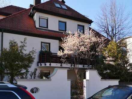 Harlaching: Attraktive 2-Zimmer-Whg mit Garten, Einbauküche, TG-Stellplatz. Ruhige Lage.