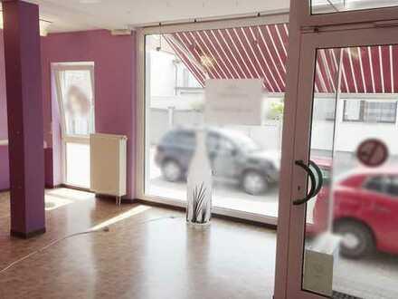 Sehr heller Laden mit großer Schaufensterfläche auch als Büro oder Praxis geeignet