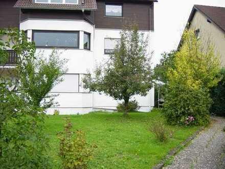 Schöne, geräumige vier Zimmer EG-Wohnung mit Terrasse und Garten in Homburg