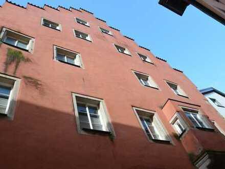 Regensburg: 2-Zimmer für Altstadt-Liebhaber mit Austritt zum romantischen Innenhof