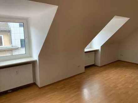 Gepflegte 2-Zimmer-Dachgeschosswohnung mit Neuer Einbauküche!!! in Kiel
