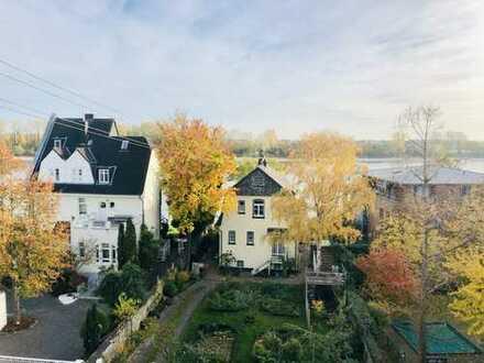 Traumhafte 4-Zimmer-Maisonette-Wohnung mit Dachterrasse und Balkon in Rheinlage