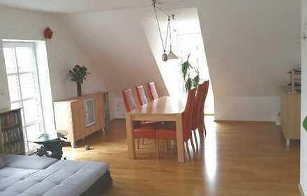 Bieterverfahren - Schöne & großzügige Dachgeschosswohnung in zentraler Lage