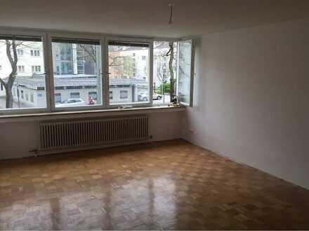 Geräumige und modernisierte 1-Zimmer-Wohnung mit Einbauküche in Laim, München