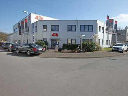 Freistehende Fertigungs- und Lagerhalle mit Krananlagen und Büroflächen in Monheim