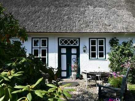 Husum/Nordsee! Stilvolles Wohneigentum unter Reet