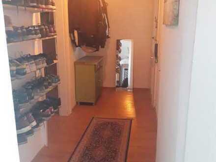 Ein freies Zimmer nähe Uni in einer 3 Zimmer Wohnung (2er WG). Oststadt.