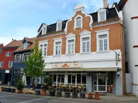 Wohn-/Geschäftshaus mit großer Gastronomie + 2 Wohnungen