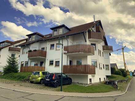 Lichtdurchflutete 2-Zimmer-Wohnung mit Balkon in schöner Lage mit Blick auf die Schwäbische Alb