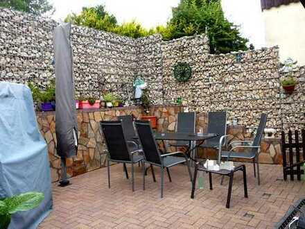 Einfamilienhaus mit Garage und angelegtem Garten in 74889 Sinsheim-Rohrbach
