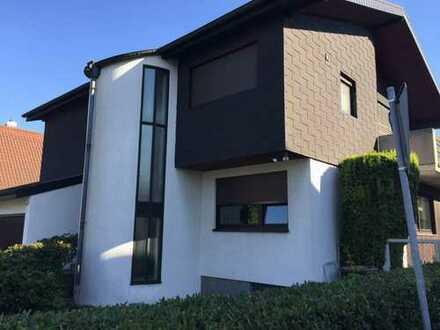 6 Zi 3 Bäder tolle helle moderne Wohnung Kamin Sauna Garten beste Ausstattung Garage Stellplätze