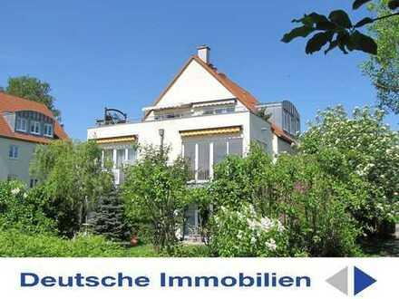 Traumhafte 2 - Zimmer - Wohnung mit Süd - Terrasse, Garten, PKW SP und Tageslichtbad! !