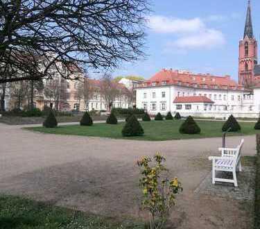 Kompfortable, neuwertige 2-Zimmer-Hochparterre-Wohnung mit Balkon und Garten in Frankfurt (Oder)