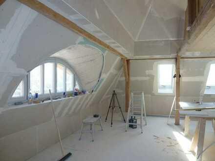 Erstbezug nach Sanierung: geräumige 2-Zimmer-DG-Wohnung in Tandern