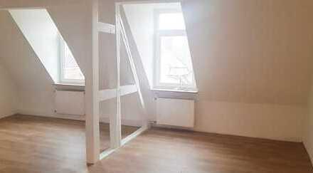 Let the sunshine in your heart! WG-Wohnung, 4 Zi., 2 Bäder, Balkon, direkte City-Lage, sofort frei!