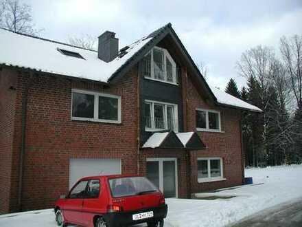 Gepflegte 4-Zimmer-EG-Souterrain-Wohnung mit Terrasse in Kürten