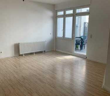 Stilvolle, neuwertige 3-Zimmer-EG-Wohnung mit Balkon in Karlshorst (Lichtenberg), Berlin