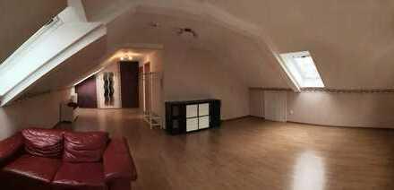 Gepflegte 1-Zimmer Dachgeschoss-Wohnung in der Südstadt Tübingen zu vermieten
