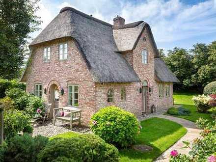 Einzelhaus unter Reet in historischem Stil