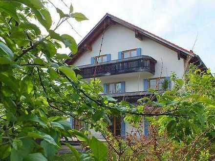Sehr große 2 Zi-Dachgeschosswohnung mit 2 Balkonen und Bergblick
